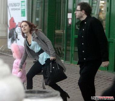 Певица Максим порвала в клочья свадебное платье
