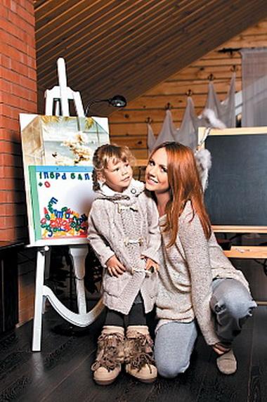 Певица Максим показала всем свою дочку